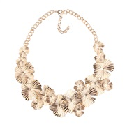 Alloy leaves necklace    occidental style exaggerating wind necklace