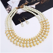 ( Gold)necklace earri...
