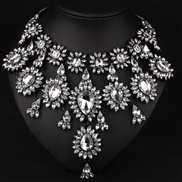 European and American big exaggerated fashion necklace glass crystal diamond luxury multi-storey short paragraph clavic