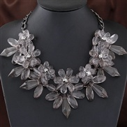 European and American fashion elegant gorgeous crystal flowers temperament short necklace